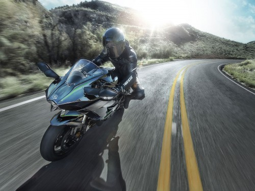 15ZX1000N_US_Action07