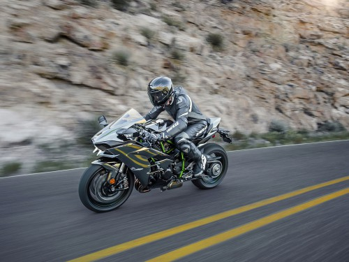 15ZX1000N_US_Action12