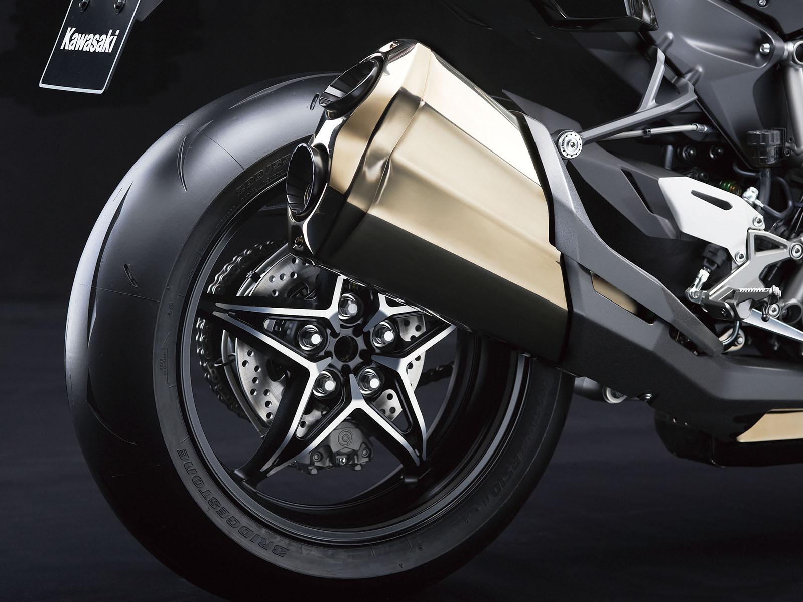 16_16ZX1000N_Rear_wheel