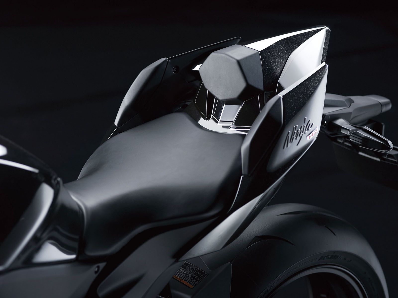 17_16ZX1000N_Seat