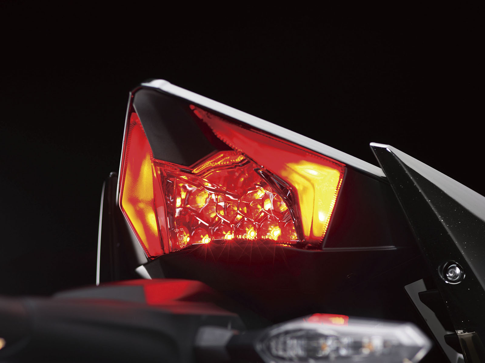 18_16ZX1000N_Taillight
